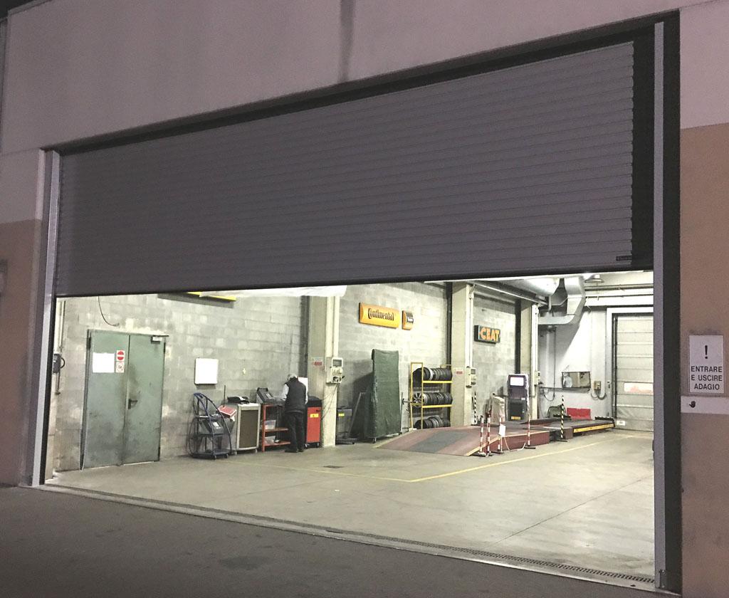 Porte e portoni industriali anche coibentati e vetrati for Ferport monza